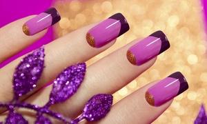 Paris Kosmetik: Nagelverstärkung mit French, opt. Nagelverlängerung mit Schablonentechnik oder Tips, bei Paris Kosmetik (49% sparen*)
