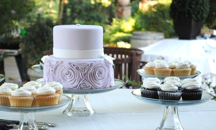 Crème de la Cake - Van Ness Extension: One Wedding or Custom Cake or Two Dozen Standard Cupcakes from Crème de la Cake (40% Off)