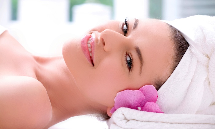 BienEstar Massage - Sunland Park North: One or Three Photon-Therapy Facials at BienEstar Massage (Up to 57% Off)