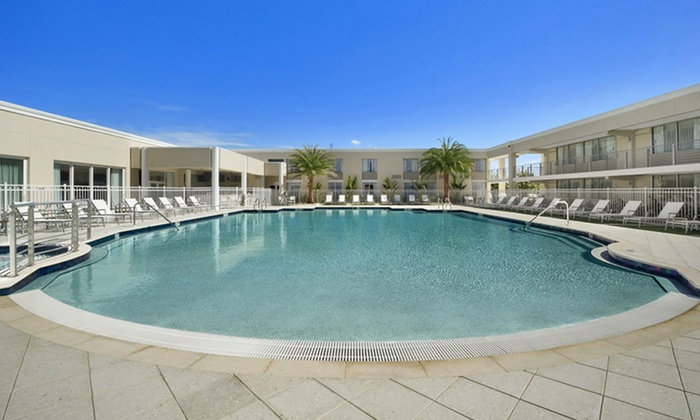 Hotel Venezia - Venice, FL: 1- or 3-Night Stay for Two in a Standard Room or Suite at Ramada Venice Resort in Venice, FL. Combine Up to 6 Nights.