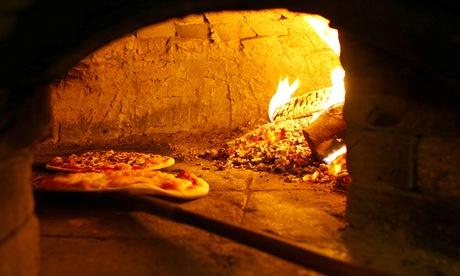 2 o 4 pizzas con bebidas para tomar en local, llevar o envio a domicilio desde 11,95 € en Amici di Napoli