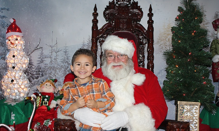 Long Island Aquarium - Riverhead: $29.99 for a Santa Photo Package at Long Island Aquarium ($49.99 Value)