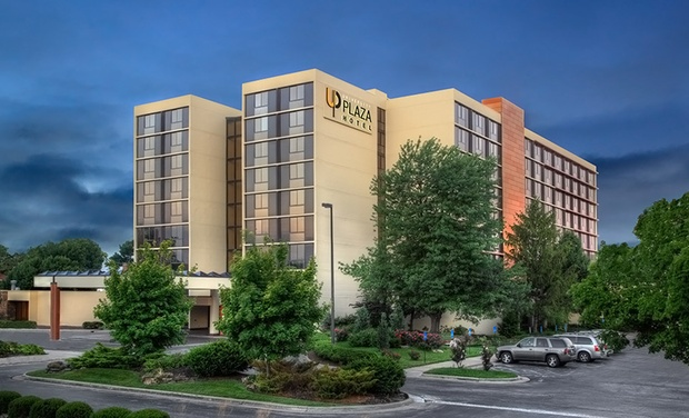 University Plaza Hotel - Springfield, Missouri: Stay with Optional Dining Credit and Welcome Drinks at University Plaza Hotel in Springfield, MO; Dates into December