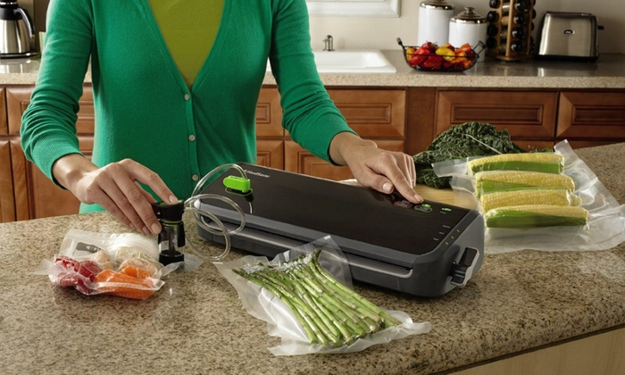Foodsaver Compact Vacuum Sealer With Expanded Starter Kit
