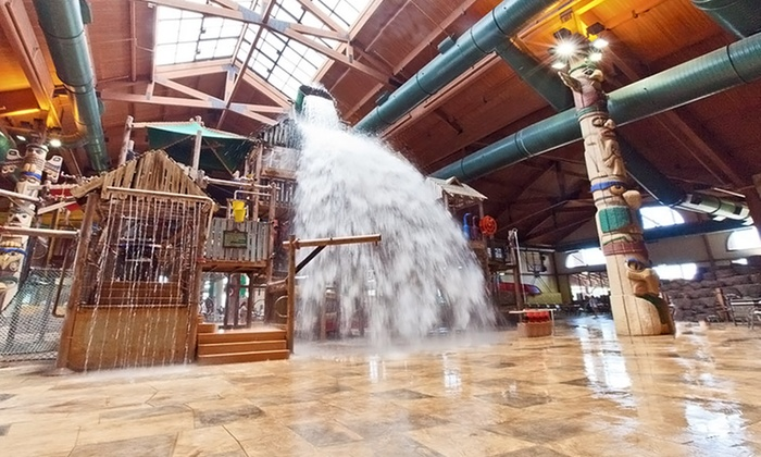 Great Wolf Lodge Wisconsin Dells - Wisconsin Dells: Stays with Water Park Passes and $25 Resort Credit at Great Wolf Lodge