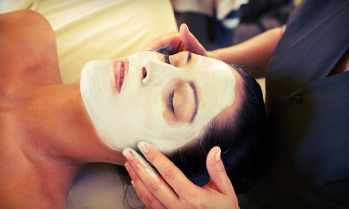 Renew Esthetics MediSpa - Ditmars & 26 St.: $99 for a Spa Package with Facial, Organic Seaweed Body Wrap, and Hydrating Mask at Renew Esthetics MediSpa ($315 Value)