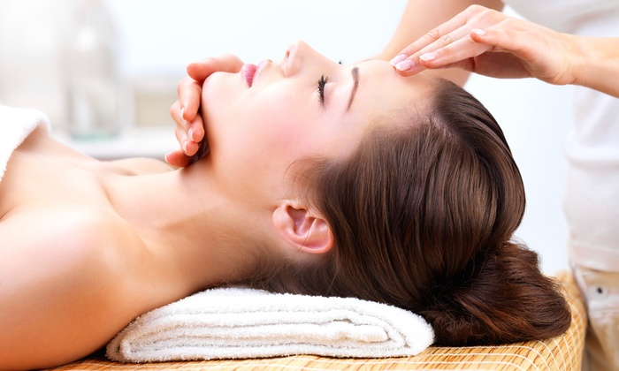Salon Davinci - Midtown: One, Two, or Three Deluxe Facials at Salon Davinci (Up to 56% Off)