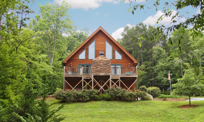 Paradise Hills Resort - Blairsville, GA: 2-Night Stay for Two with Wine Tasting and Optional Massage in a Cabin at Paradise Hills Resort in Blairsville, GA