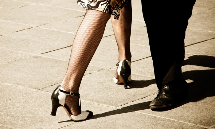 Salsa y Control - Multiple Locations: $37 for a Five-Week Level 1 Beginner Salsa Class at Salsa y Control ($70 Value)
