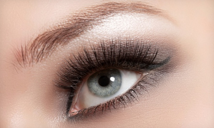 DeLuxe Salon - Studio City: Eyelash Extensions with Option for 2, 5, or 11 Four-Week Refills at DeLuxe Salon (Up to 75% Off)