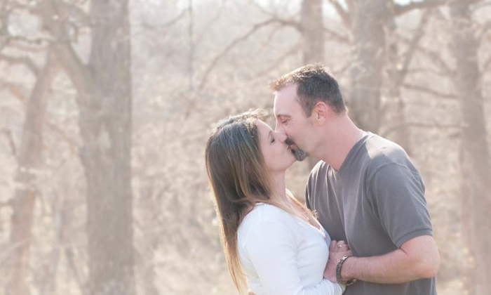 Symonds Photography - Des Moines: $25 for a 60-Minute On-Location Photo Shoot from Symonds Photography ($100 Value)