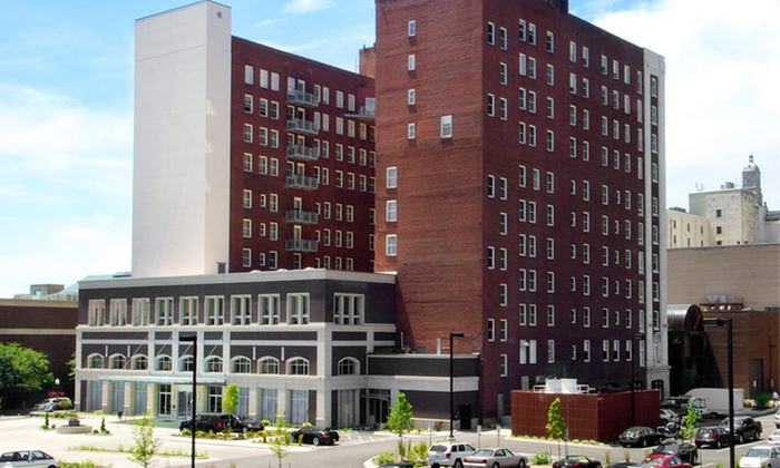 Hotel Blackhawk - Davenport: One-Night Stay with Dining Credit at Hotel Blackhawk in Davenport, IA
