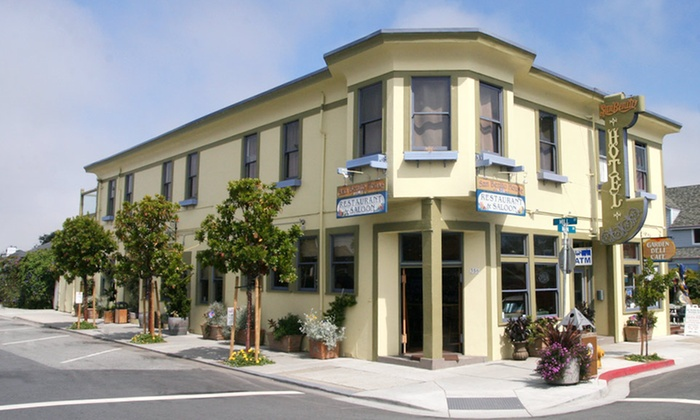 San Benito House - Half Moon Bay, CA: 1-Night Stay for Two in a Queen Room with Two Well Drinks at San Benito House in Half Moon Bay, CA