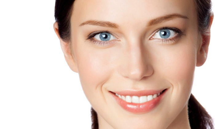 The Perfect Touch - Oak Park / Northwood: $79 for a 40-Minute DaVinci Teeth-Whitening Session at The Perfect Touch ($258 Value)