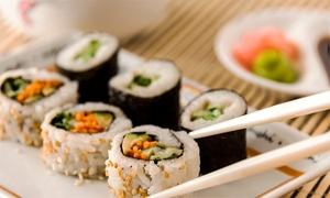 SushiBar: Desde $349 por Cena con entrada + tabla de sushi + postre + copa bienvenida para doso cuatro en SushiBar