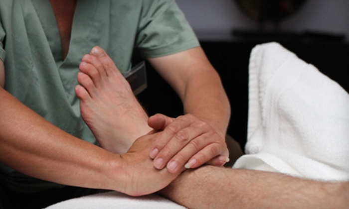 DQ Luxury Reflexology Massage & Relaxation Retreat - Downtown: 60-Minute Reflexology Massage for One or Two at DQ Luxury Reflexology Massage & Relaxation Retreat (Up to 54% Off)