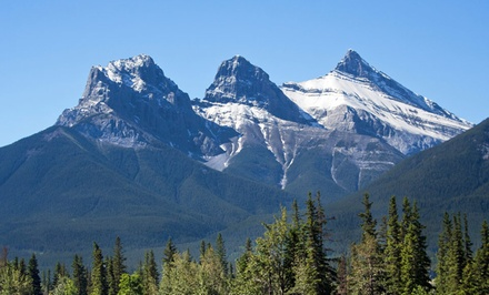 Stay with Daily Breakfast, Parking, and Appetizer at Windtower Lodge & Suites in Canmore, AB. Dates into November.