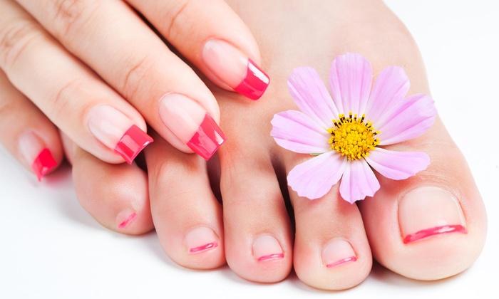 Giulia Beauty Wellness - Graffignana: 3 o 5 trattamenti su mani e piedi con smalto semipermanente al centro Giulia Beauty Wellness (sconto fino 86%)