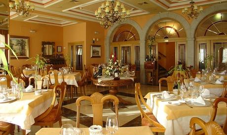 Menú para 2 o 4 personas con aperitivo, entrante, principal, postre y bebida desde 29,95 € en Mesón El Sol Restaurante