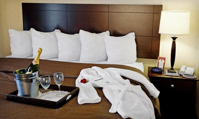 Comfort Suites Elgin - Elgin, IL: 1-Night Stay with Optional Popcorn, Wine, Chocolate, and $50 Dining Credit at Comfort Suites Elgin in Suburban Chicago