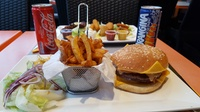 Menu duo avec 1 plat et 1 soda au choix, valables midi et soir à 22,90 € au restaurant Chez lHollandais