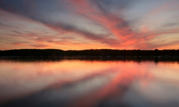 SevenOaks - Lake Geneva, WI: 1- or 2-Night Stay for Two or Four with Wine and Cheese at SevenOaks in Lake Geneva, WI. Combine Up to 6 Nights.