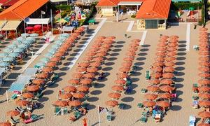 BAGNO MAURIZIO: Ingresso per 2 persone con ombrellone e lettino sul lungomare di Viareggio da Bagno Maurizio (sconto fino a 59%)