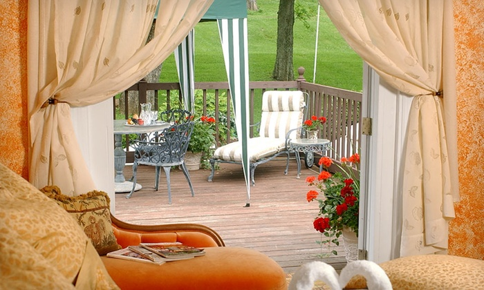 The Brentwood, a Bed and Breakfast - Brentwood: One-Night Stay with Continental Breakfast at The Brentwood, a Bed and Breakfast in Brentwood, TN