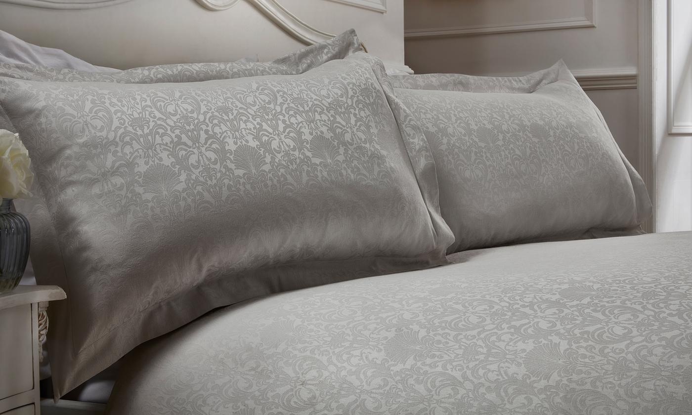 Pieridae Damask Jaquard Duvet Set for £9.49