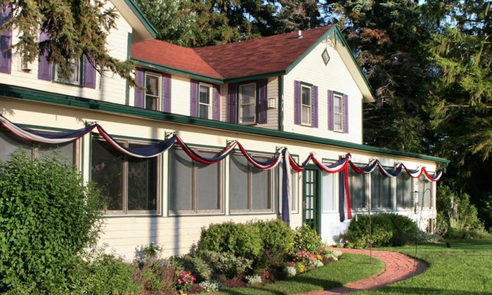 Twin Gables Inn - Saugatuck: One-Night Stay in a Guest Room at Twin Gables Inn in Saugatuck, MI