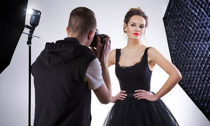 Shooting fotografico di 90 minuti in studio fino a 4 persone al Photo Studio di Andrea Madeo (sconto fino a 86%)