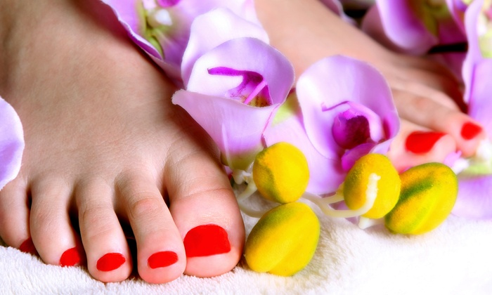 Karma Organic Spa - Ridgewood: $43 for a Holiday Gift Package of Six Nail Polishes and One Remover at Karma Organic Spa ($71.94 Value)
