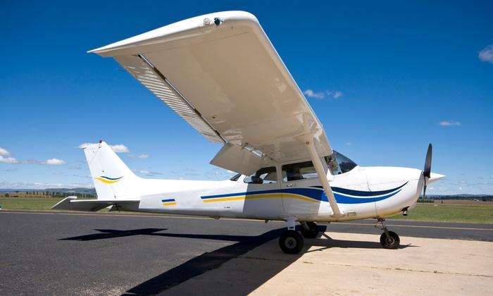 Hayward Flight - Hayward: Flight-Simulator Package or Flight-Lesson Package from Hayward Flight (50% Off)