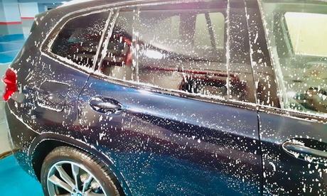 Lavado básico a mano de coche interior y exterior con opción a limpieza de llantas en M and G Lavado de Coches a Mano