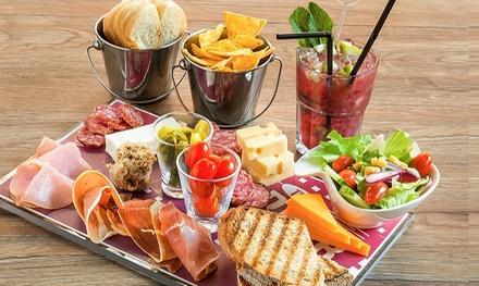 2 mojitos classiques ou fruits et 1 planche XL de charcuterie et fromage pour 2 pers, à 21,90 € chez The Corner