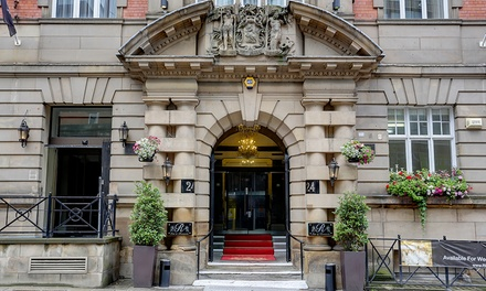 Liverpool: Double Room or Junior Suite for Two with Breakfast, Prosecco and Late CheckOut at The Richmond Apart Hotel