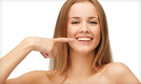 Limpieza bucal completa con opción a férula de descarga o examen perideontal desde 9,90 € en Clínicas Dentales Doalis