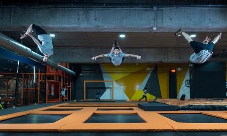 1 hora y media de saltos en camas elásticas para 1, 2 o 4 personas desde 7,95 € en Urban Planet Jump Sambil