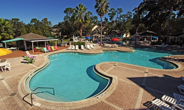 Oak Plantation Resort - Kissimmee, FL: Stay with Daily Housekeeping at Oak Plantation Resort in Kissimmee, FL, with Dates into June