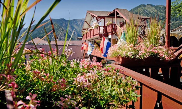 Obertal Inn - Leavenworth, WA: 1- or 2-Night Stay for Up to Six with Netflix and Optional Mimosas at Obertal Inn in Leavenworth, WA