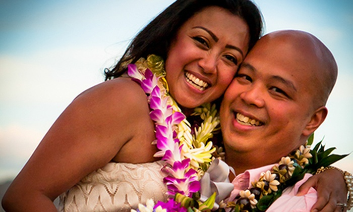 TaidePhoto - Honolulu: 60-Minute Photo Shoot for a Family or Individual from TaidePhoto (Up to 86% Off)