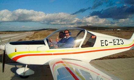 Clase práctica de vuelo en ultraligero con vídeo y fotos para 1 o 2 personas desde 59,95 € en Club Aéreo Córdoba