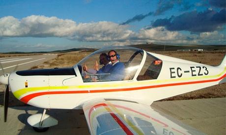Clase práctica de vuelo en ultraligero con vídeo y fotos para 1 o 2 personas desde 59,95 € en Club Aéreo Córdoba Oferta en Groupon
