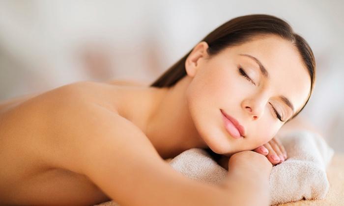 Carol S Center - Carol's Center SAS: Seduta di bellezza con trattamenti a scelta come pulizia viso, massaggio, ceretta e manicure (sconto fino a 83%)