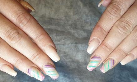 Manicura con esmaltado normal o semipermanente en Chic Atelier Nails & Beauty (hasta 62% de descuento)