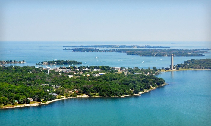 Island Club - Put-in-Bay, OH: 2-Night Stay for Up to 8 with Golf-Cart Rental at Island Club in Put-in-Bay, OH. Combine Up to 6 Nights.