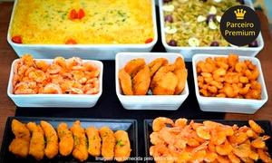 O Rei do Camarão: Festival de camarão, peixes e buffet de salada para 1 ou 2 pessoas no O Rei do Camarão – Águas Claras