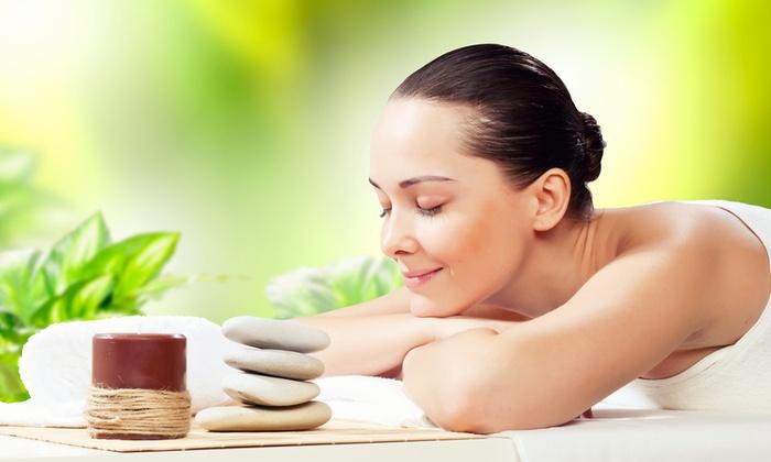 Studio Immagine - Paderno Dugnano: 3 massaggi, 5 manicure e pedicure, 3 cerette oppure seduta beauty day con pulizia viso (sconto fino a 84%)