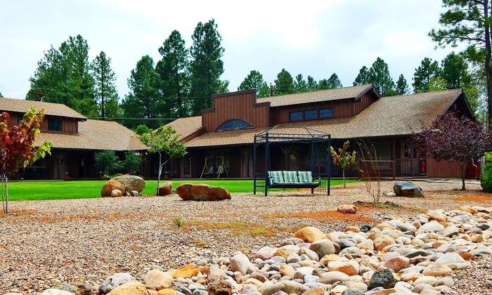 Roundhouse Resort - Pinetop Country Club: 2- or 3-Night Stay in a Lodge Studio or Lodge One-Bedroom at Roundhouse Resort (Up to 45% Off)