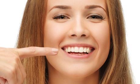 1, 2, 3 o 4 implantes dentales de titanio con corona y limpieza bucal desde 499 €